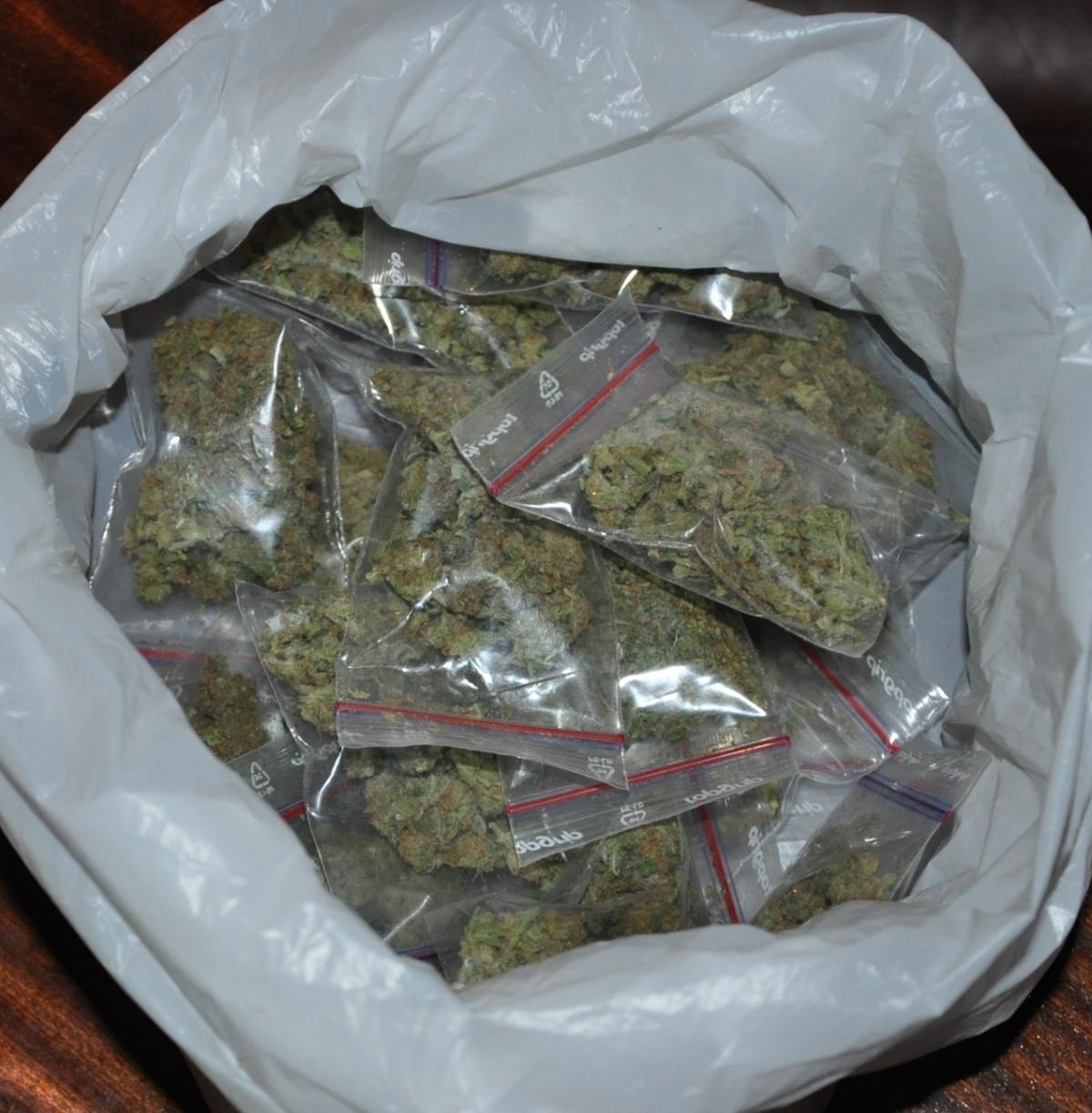 Drogen und Bargeldsichergestellt